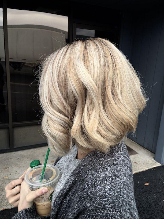 idée de carré blond wavy sur cheveux à caractère plongeant, idée ce coiffure de tous les jours femme