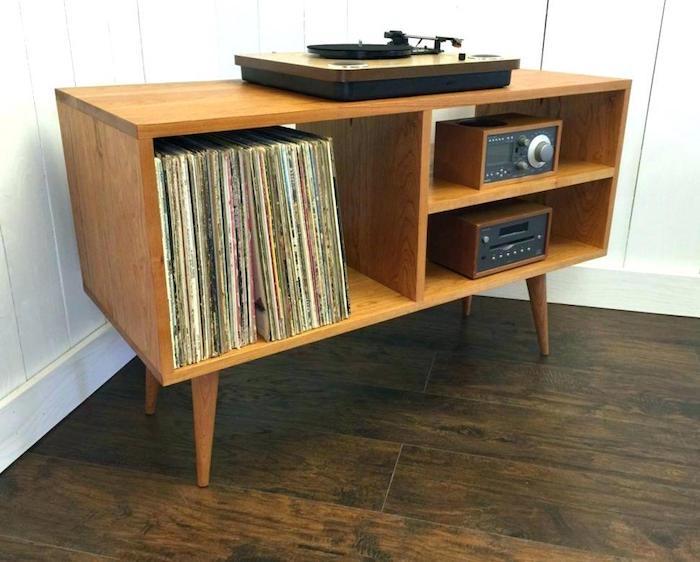 meuble en bois vintage sur pieds pour rangement vinyles et étagères pour hifi et platine vinyle