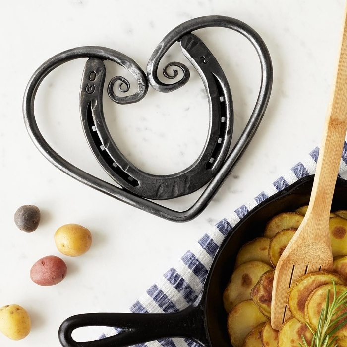idée objet symbol bonheur, cadeau symbolique pour la Saint Valentin, modèle de fer à cheval en forme coeur