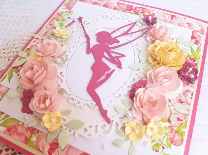 papier scrapbooking rose pastel à motifs floraux, exemple de carte faite maison avec figurine fée en rose et perles