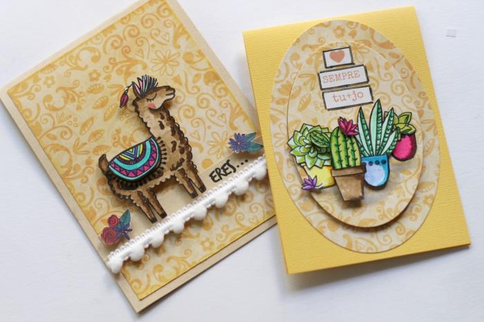 comment décorer une carte faite maison en papier jaune avec figurines d'animal, scrapbooking modele carte d'amour avec figurines cactus