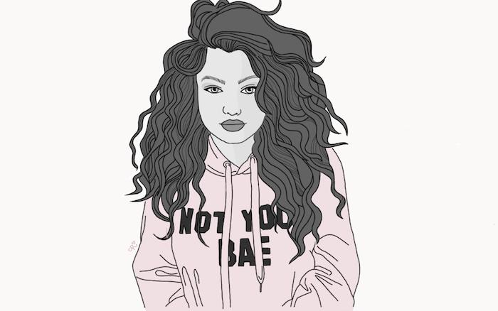 cheveux ondulés volumineux d une fille aux beaux traits de visage, sweat sport rose et texte en lettres grises