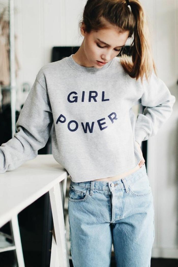 Adorable tenue blouson gris la pouvoir des filles et jean, tenue tumblr vetement femme décontracté chic streetwear femme