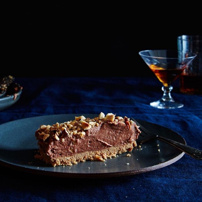 cheesecake facile et rapide sans cuisson à base de nutella et noisettes, fondant au nutella et à la crème au fromage