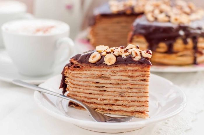 recette simple et rapide de gateau nutella composé d'un empilement de crêpes tartinées de nutella