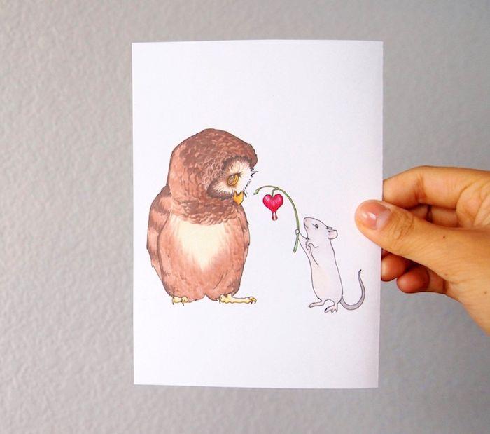 suggestion mignonne de dessin amoureux avec hibou et rat et une fleur en forme de coeur offerte, dessin de couleur