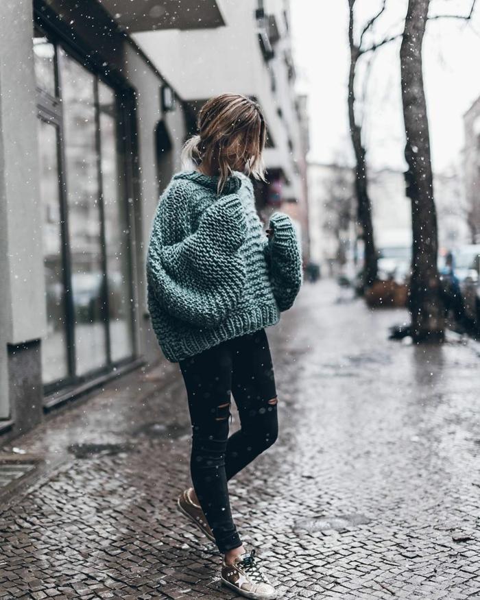 Pull oversized et jean noir, baskets look tumblr style décontracté chic, photo tumblr fille, tenue tumblr, comment s habiller comme fille de tumblr