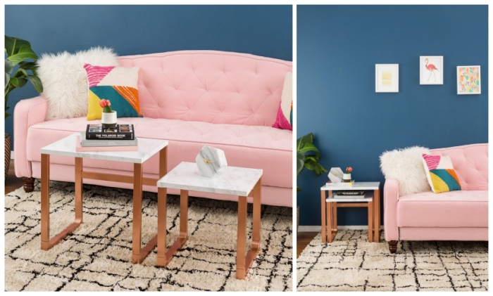 ikea hacks pour relooker des meubles ikea à petit prix, deux tables gigognes customisées à l'aide de l'adhésif effet marbre et de la peinture métallisée