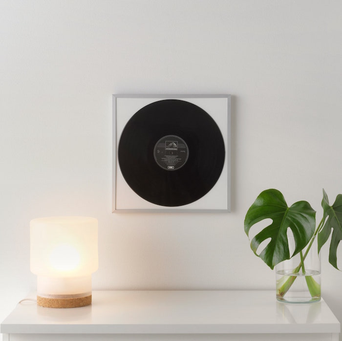 cadre photo mural ikea lomviken en aluminium adaptable pour décoration disque vinyle 33 tours sur mur