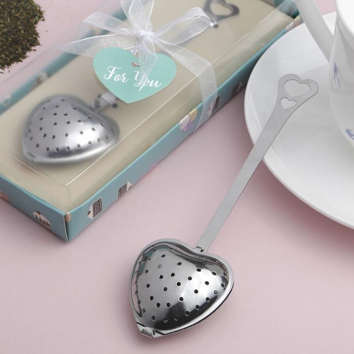 accessoire cuillère en métal en forme de coeur pour thé, infuseur thé en forme coeur, idée originale saint valentin