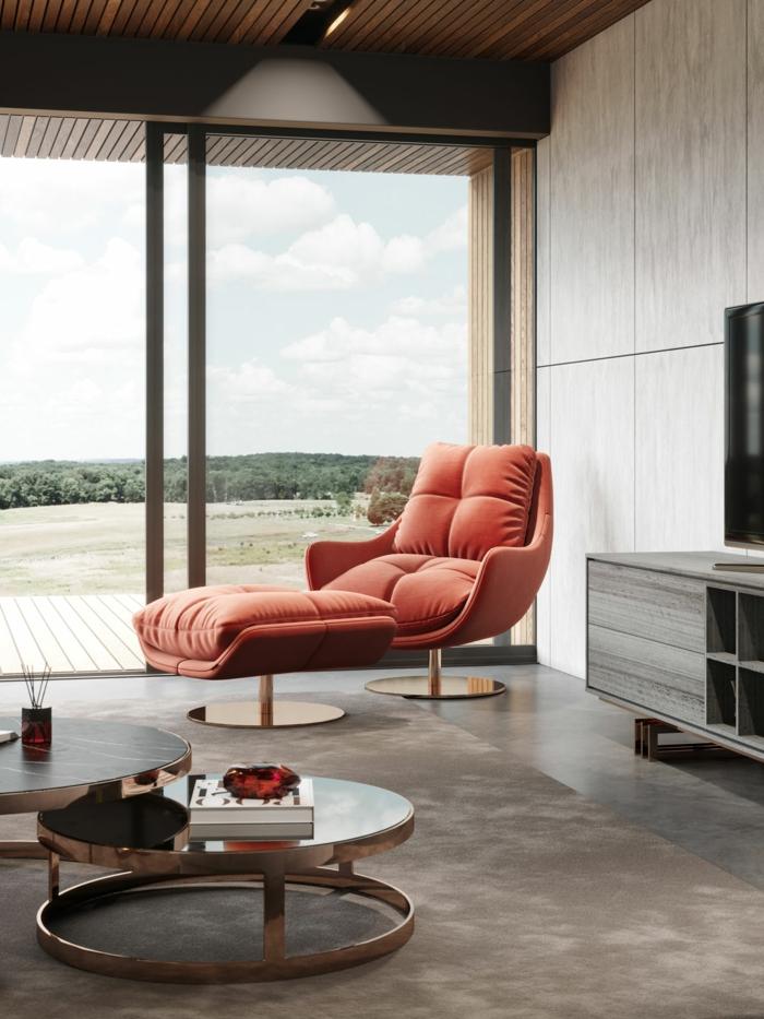 fauteuil et tabouret couleur de l'année 2019, deux tables gigognes, tapis gris, meuble de tv anthracite