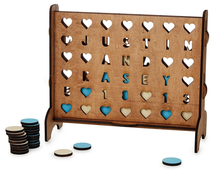 idées de cadeau pour son copain, objet amusant pour famille ou couple, jeu personnalisé pour connecter 4 coeurs