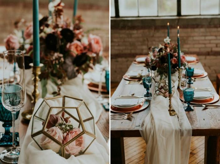 table en bois décorée pour mariage, chemin de table pour mariage, bougies turquoises, bouquet de fleurs champêtre, flûtes et verres bleus