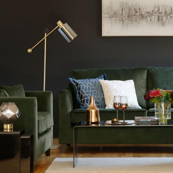 quelle peinture pour salon élégant avec parquet bois foncé, meubles vert olive foncé pour salon aux murs gris