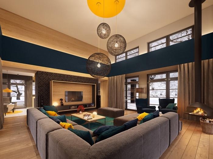 idée objet deco jaune, modèle de coussins en velours moutarde, décoration salon spacieux aux murs bois clair
