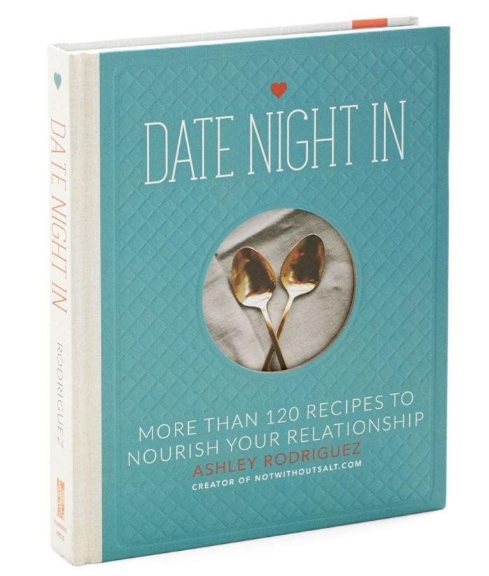 idée cadeau cuisine, cadeau culinaire pour homme ou femme, exemple livre de recettes pour la Saint Valentin