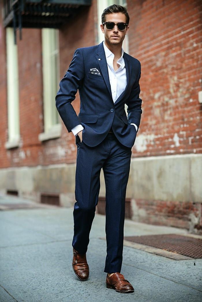 comment choisir la chaussure habillé homme, costume bleu, chemise blanche, lunettes de soleil