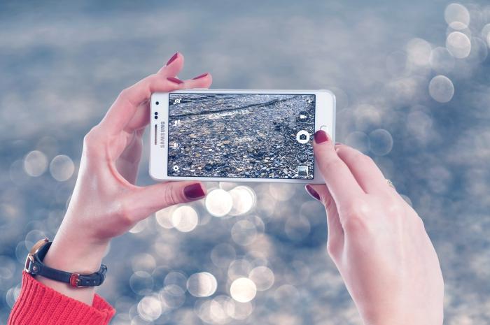 appareil Android pour meilleures photos, caractéristiques Samsung Galaxy A8s avec triple capteur photo arrière