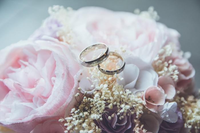 Mariage, pivoines roses, anneaux de mariage, coeur st valentin, image st valentin photo d amour image romantique