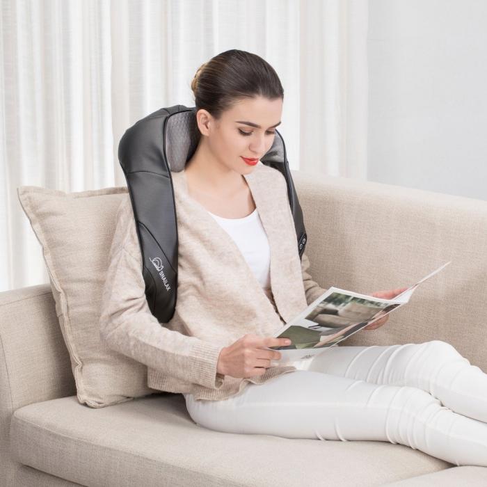 exemple objet high-tech comme cadeau saint valentin pratique, modèle de masseur pour cou, cadeau femme ou homme