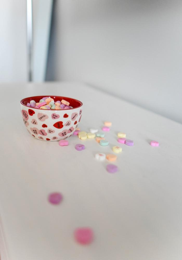 Dragées de saint valentin, photo couple amoureux, image romantique dire je t aime, bol avec bonbons