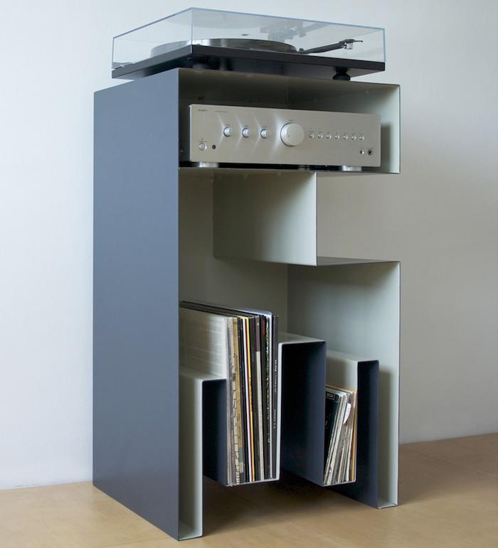 meuble pour platine vinyle et disques 33 tours design fait main diy en métal plié gris et blanc avec emplacement ampli