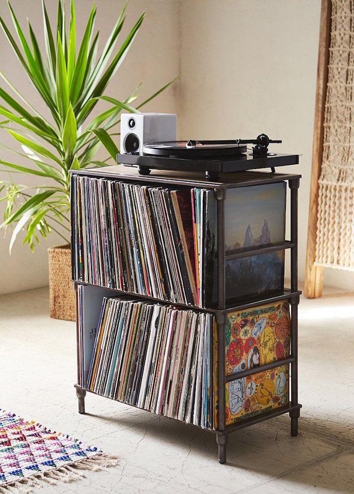 étagere vinyles en métal à deux étages sur pieds avec support pour platine vinyle simple et rétro