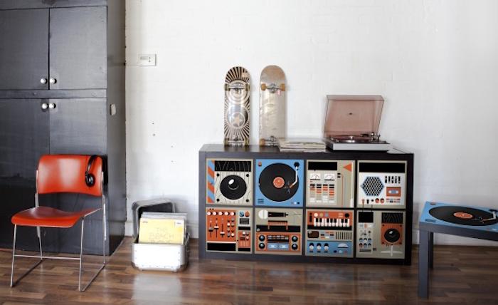 meuble rangement vinyle bibliothèque étagère ikea kallax avec stickers decoraiton pour portes expedit par A Mykea