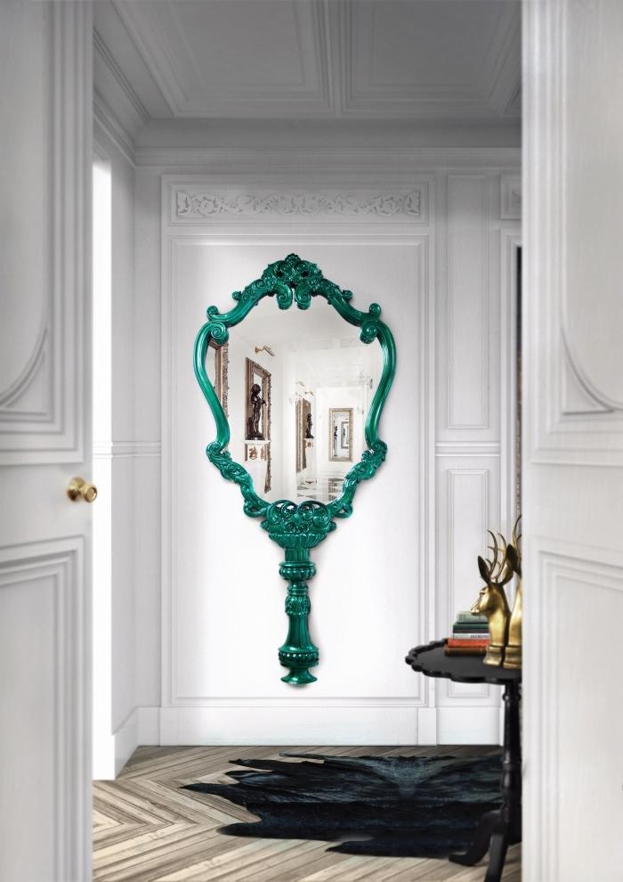 accessoire vert pour déco pièce blanche, modèle de miroir rétro chic à peinture turquoise, déco blanc et bois avec objet vert turquoise