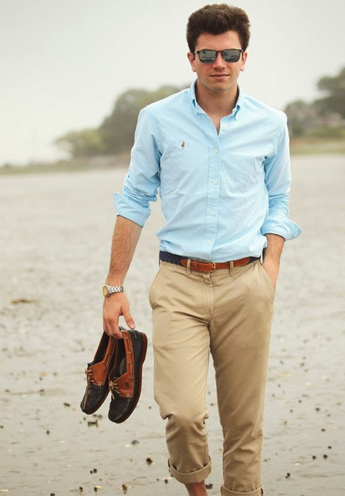 chaussures homme haut de gamme pour mariage, pantalon beige, chemise bleue, chaussures bicolores, lunettes de soleil
