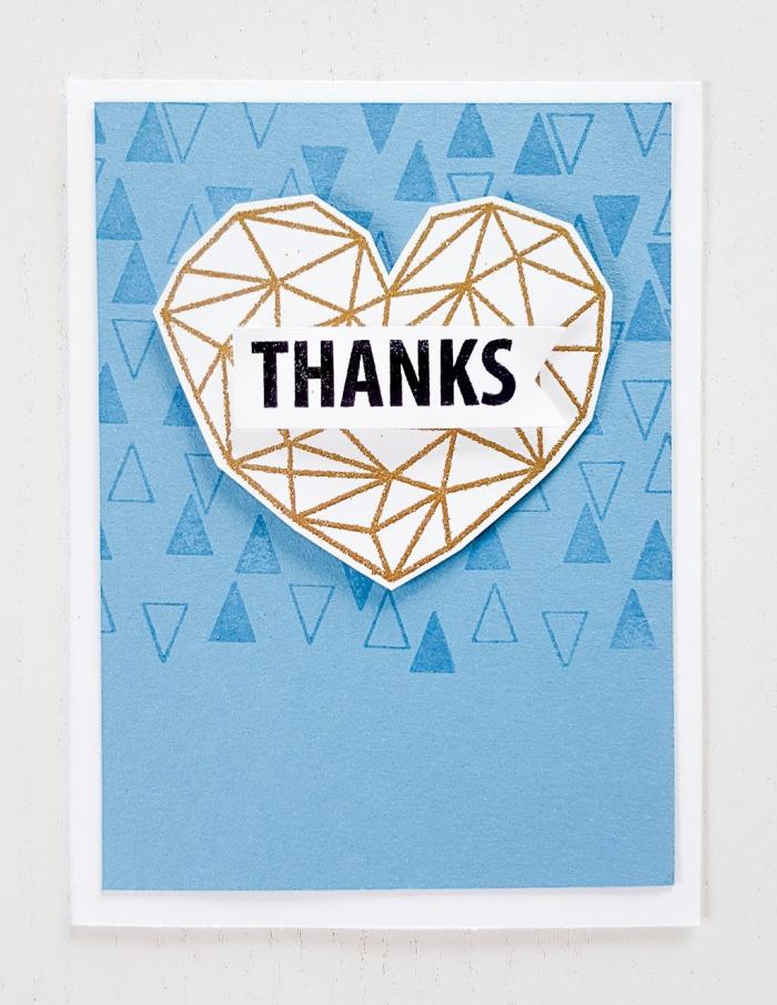 exemple de jolie carte d amour fait main, carte diy faite avec feuille cartonnée blanche et papier scrapbooking bleu