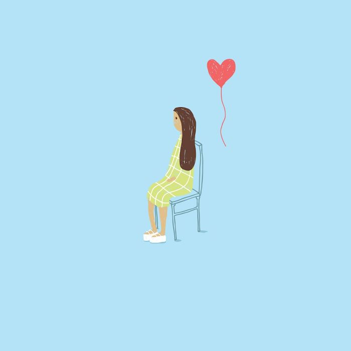 dessin d amour dans la vie réelle, fille assise sur une chise en robe vert pistache et un ballon en forme de coeur derrière