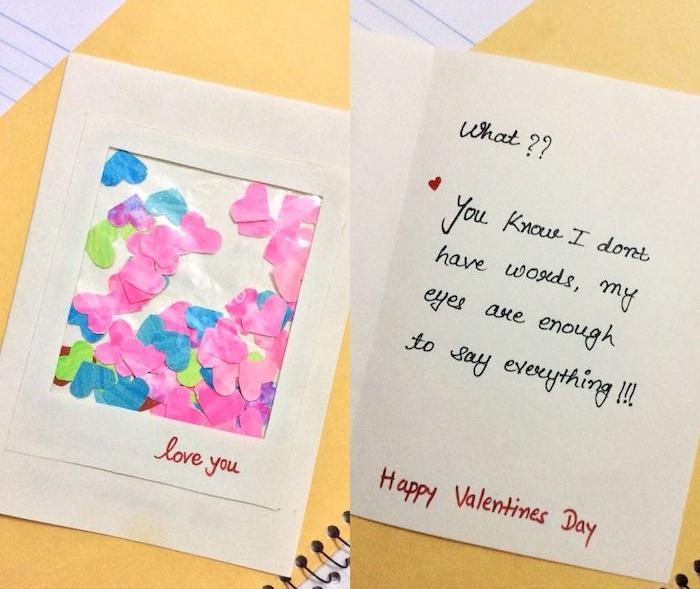 carte de voeux enveloppe à fenêtre plastique transparente remplie de petits coeurs de papier rose, vert et bleu, mot d amour pour lui