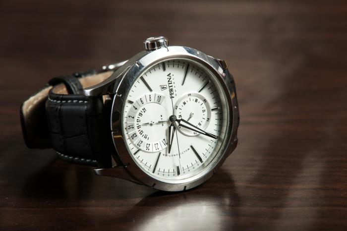 De la première montre mécanique à la montre de luxe moderne – symbolique et histoire de la mesure du temps