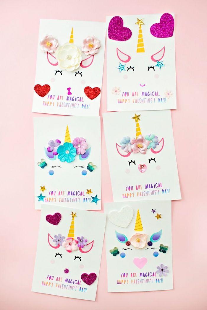 motif unicorne fleurie sur ne carte blanche avec texte en lettres arc en ciel, cadeau a faire soi meme, carte de voeux pour maman, copain ou copine
