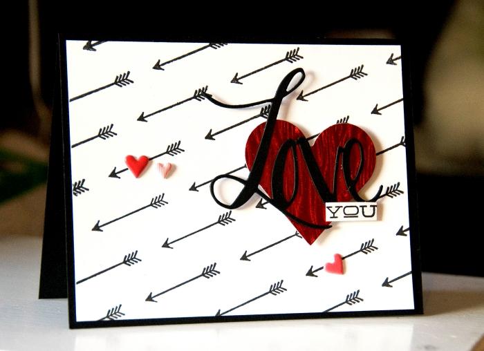 idée projet créatif pour la Saint Valentin, DIY carte d'amour en papier blanc avec gros coeur scrap et lettres amour