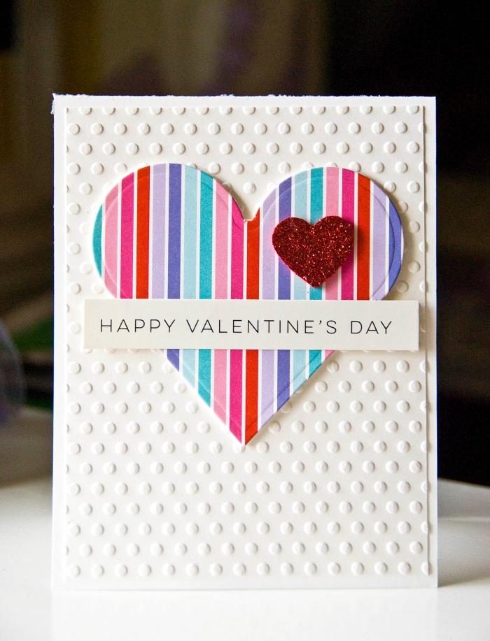 idée scrapbooking facile avec papier artisanal, modèle de carte pour la fête des amoureux à fabriquer soi-même