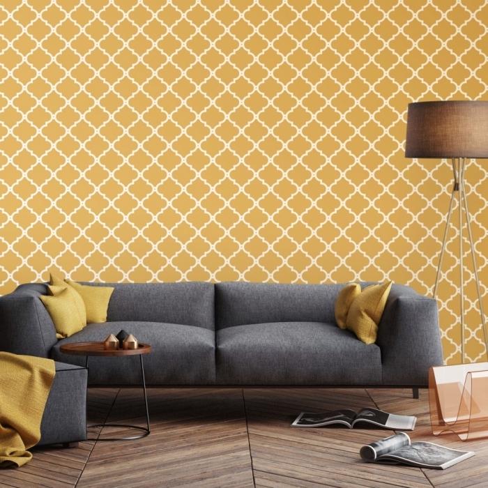 les couleurs qui vont ensemble dans un intérieur moderne, aménagement salon aux murs jaunes avec parquet de bois foncé