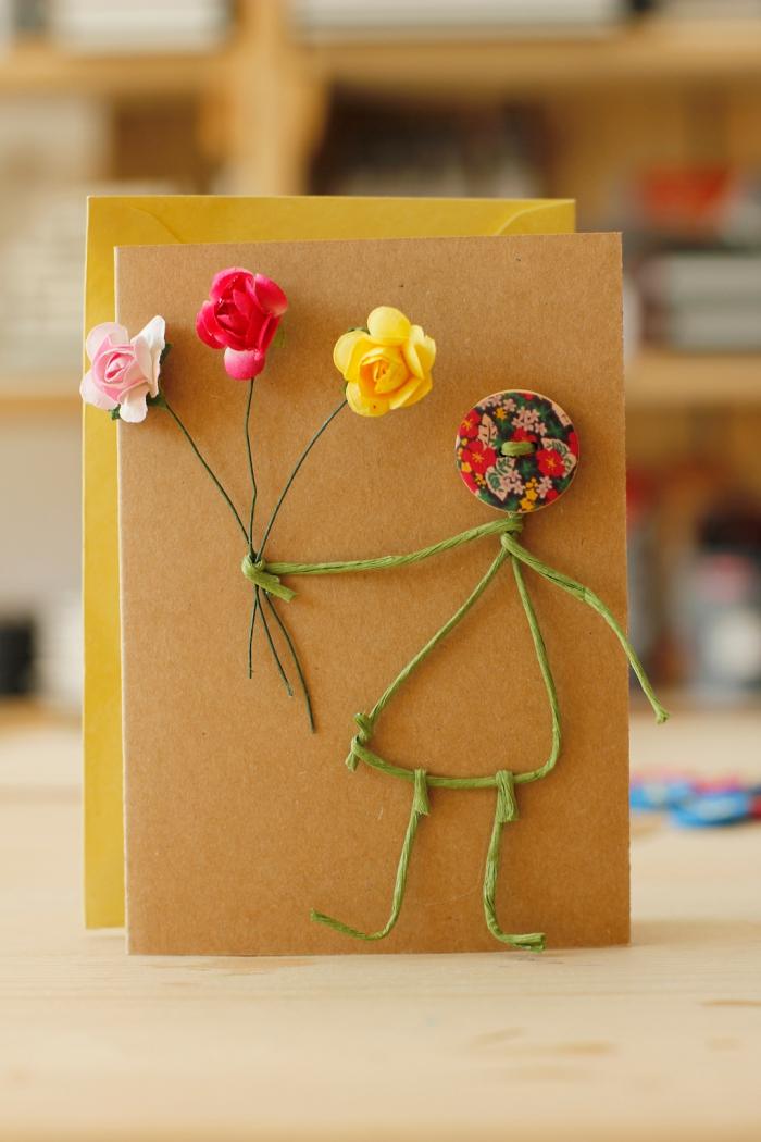 technique de scrapbooking facile, idée scrapbooking simple avec carte DIY en papier recyclé et petites fleurs