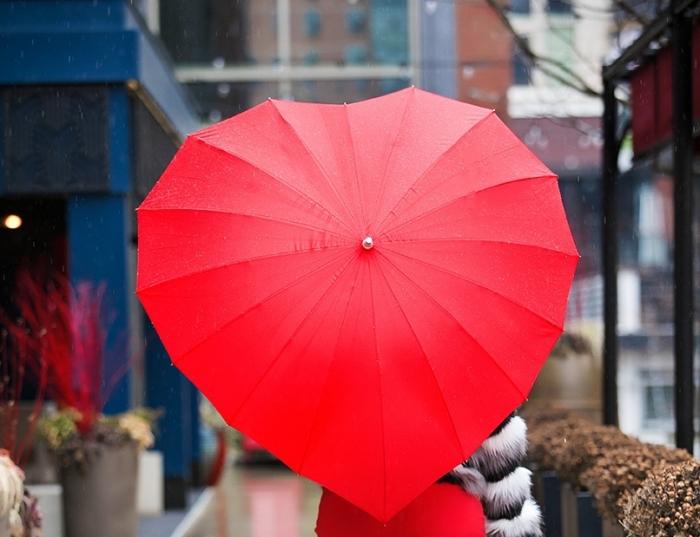 accessoire de mode pour femme, idée cadeau pour femme, surprise 14 février, modèle parapluie tendance forme de coeur