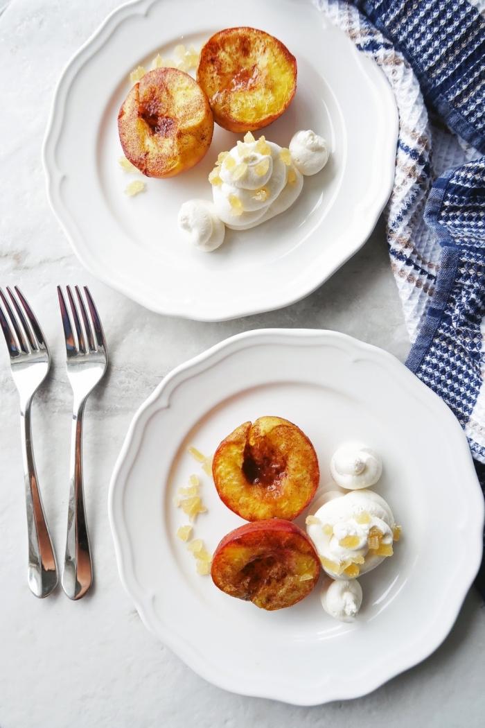 idée de dessert avec mascarpone rapide de pêches grillées au miel et à la garniture de mascarpone