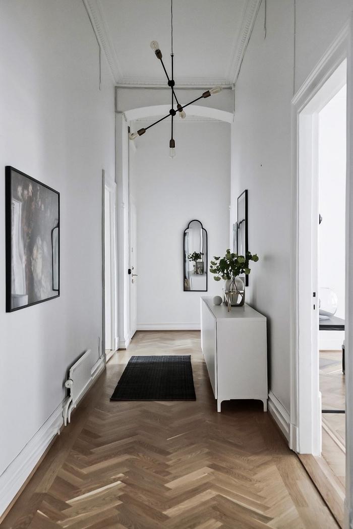 un couloir blanc de style scandinave avec des accents noirs introduits par petites touches, deco couloir scandinave blanc
