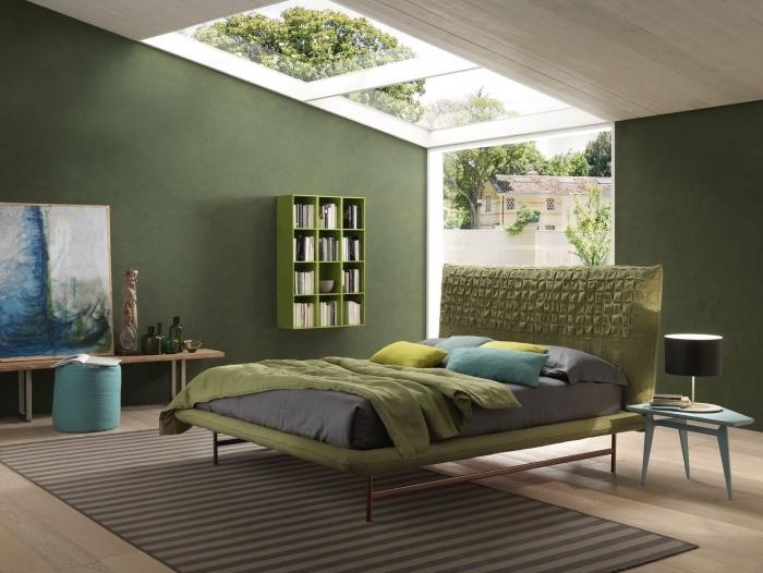 comment aménager une chambre à coucher moderne, choix peinture pour chambre adulte, murs de couleur vert foncé