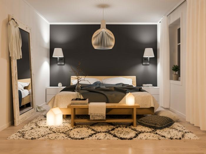 appliques blanches, tapis géométrique, grand miroir, banquette de lit en bois, appliques blanches