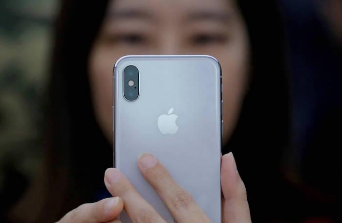 illustration de la baisse de tarifs d'apple iphone chine pour endiguer la chute des ventes dans certains pays