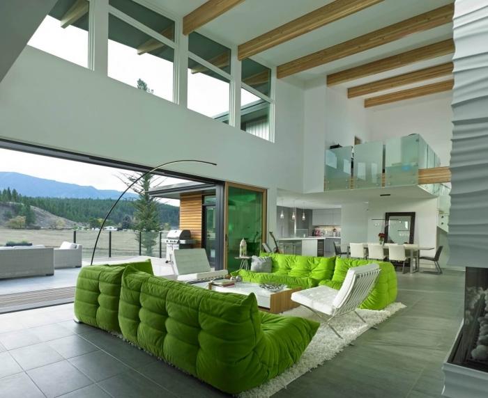 aménagement maison moderne, modèle de salon blanc avec meuble de couleur vert anis, revêtement de plancher carreaux vert