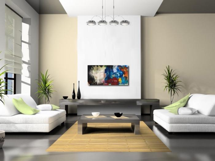 design intérieur moderne dans un salon aux murs beige avec plafond suspendu blanc et gris, coussins décoratifs en blanc et vert pistache