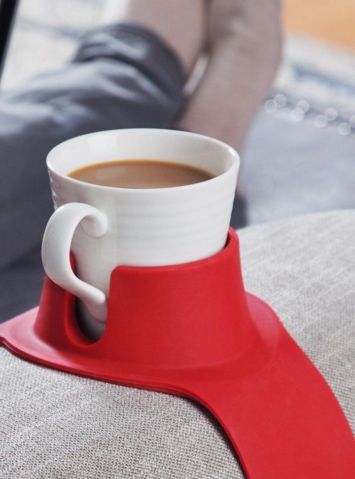 accessoire utile pour cadeau, modèle objet de support tasse de café, exemple sous-verre plastique pour canapé