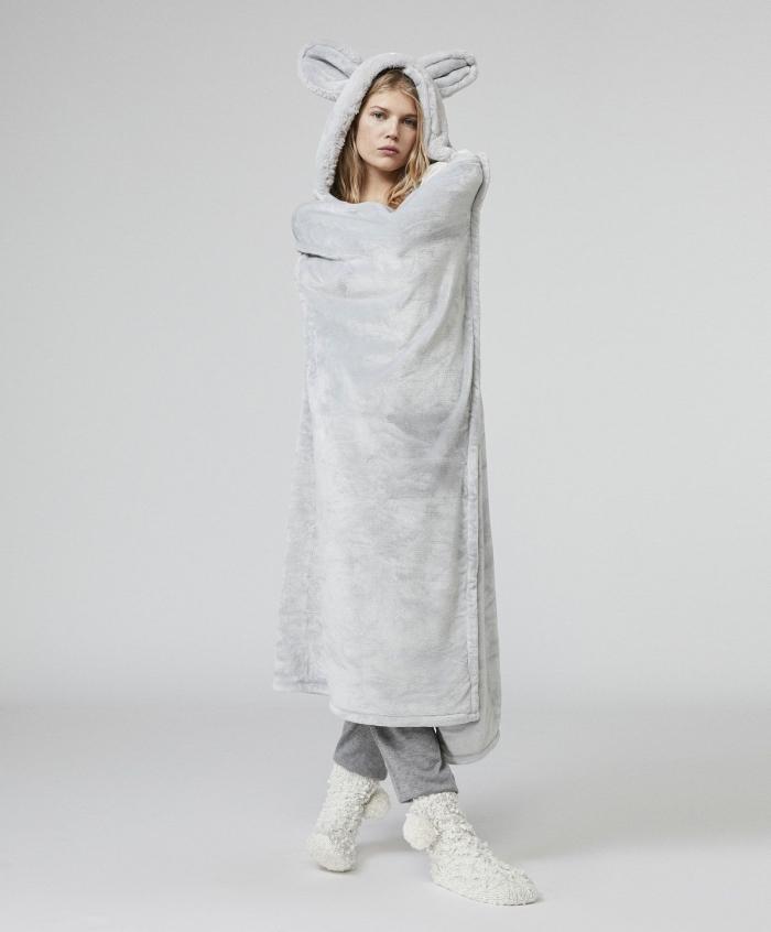 costume de nuit à design souris, idée vêtement cadeau pour femme, modèle de tenue de nuit cozy et chauffant