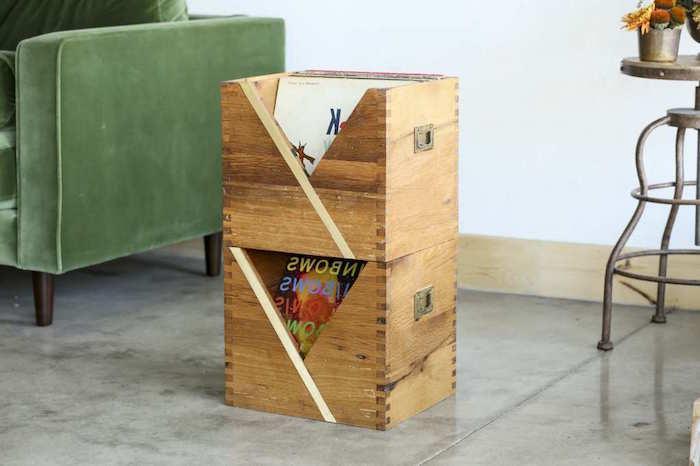 boites en bois cube simples pour rangement de disques vinyles dans salon avec déco rustique rétro